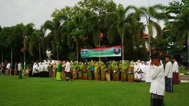 Foto Upacara Peringatan Hari Santri Nasional 2016 di Halaman Pendopo Kabupate Batang.