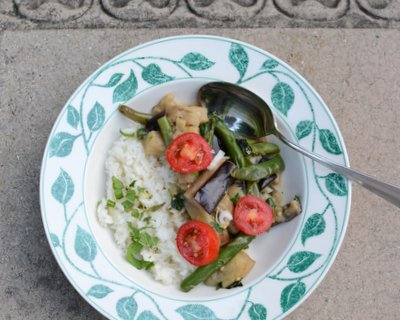 Eggplant & Bean Thai Curry Bowl ♥ KitchenParade.com, for a healthy vegan dinner with coconut milk, green curry paste and lime. Weeknight Easy. Low Carb. WW Friendly.