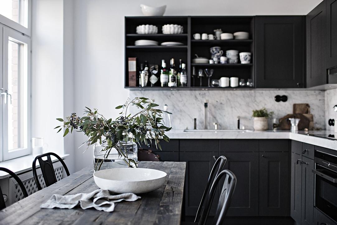 Cucina scura opaca con arredi industriali arc art blog for Arredi industriali