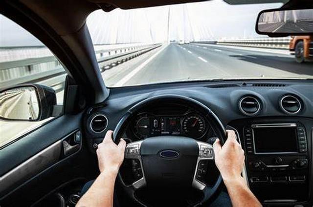 Tips Mengendarai Mobil Agar Pandangan Lebih Jelas