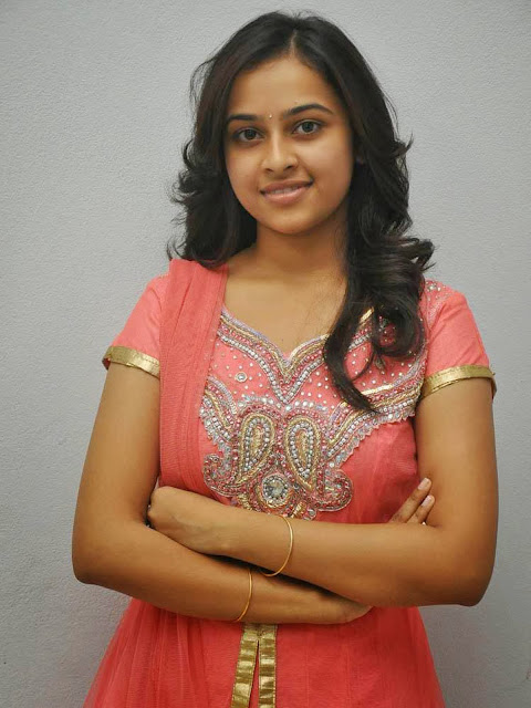 Actress Sri Divya-3384