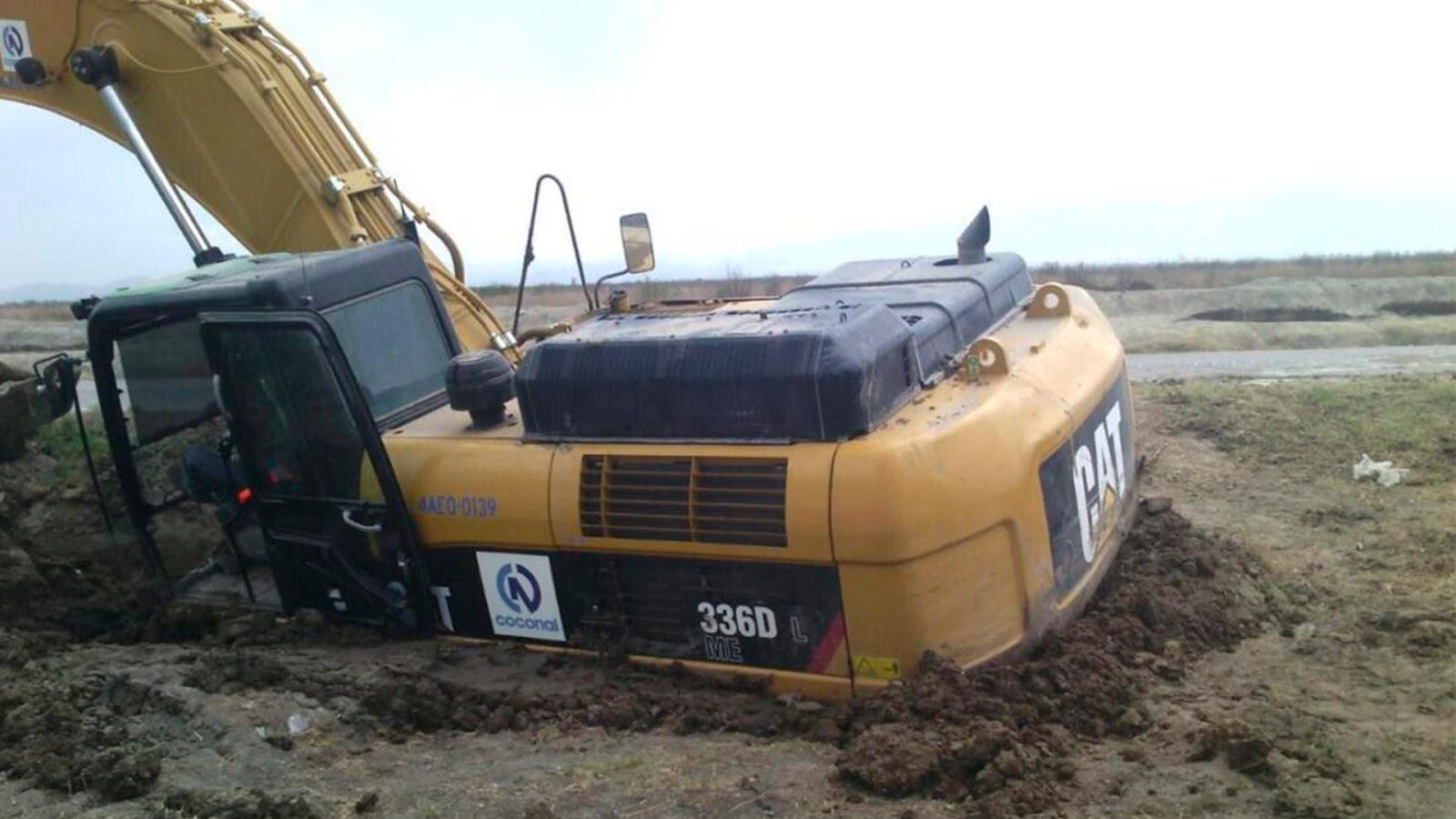 Excavadora se hunde en terrenos donde se construye el NAIM