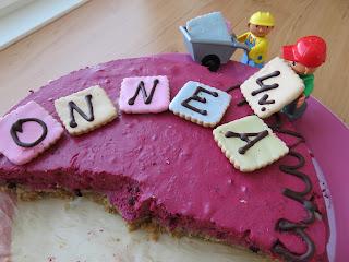 Kakun koristelu Legoilla