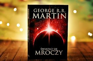 """George R.R. Martin - """"Światło się mroczy"""""""