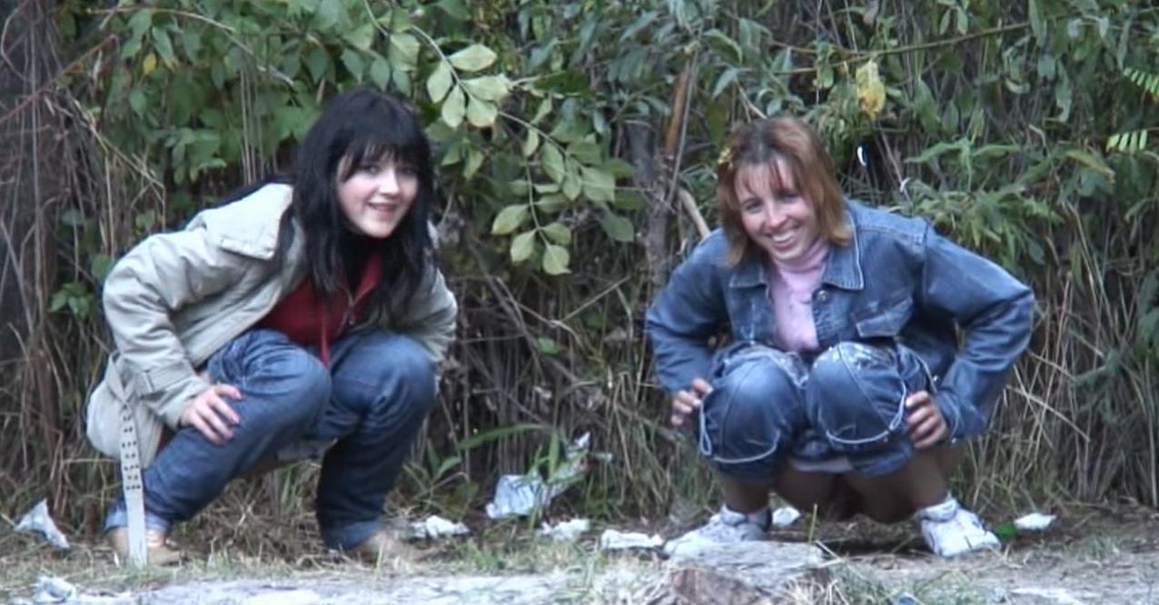 Презервативе зрелыми охотники за писающими девушками видео