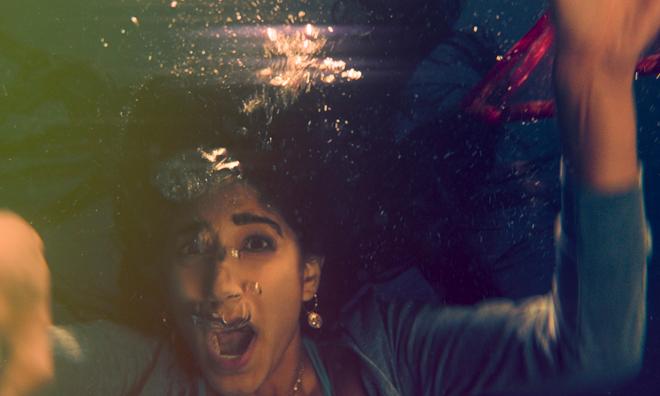 Sunita Mani bajo el agua