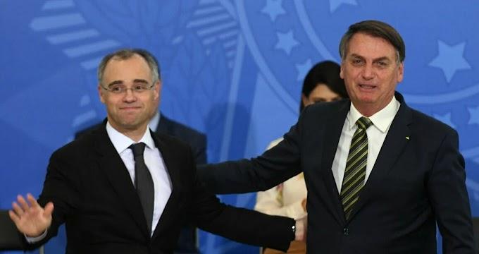Bolsonaro diz a pastores que irá indicar André Mendonça ao STF