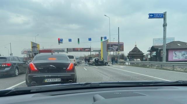 На Новообухівському шосе зіткнулися дві автівки, є постраждалі