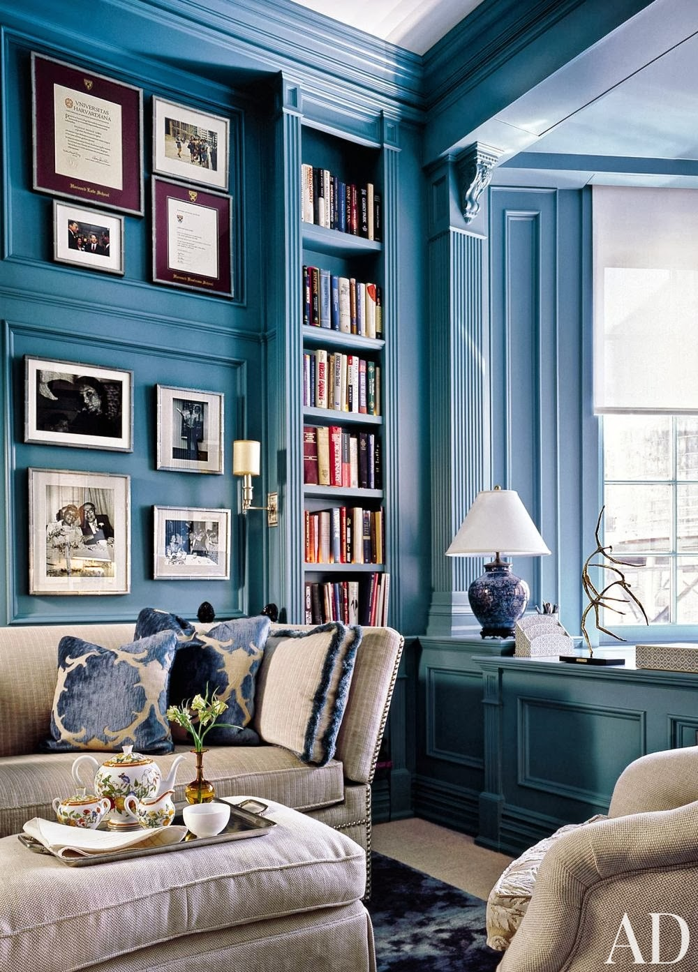 Mix and chic gorgeous blue and white rooms - White walls living room ...