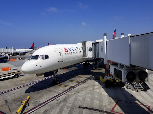 Delta Airplane with connected Jet-bridge