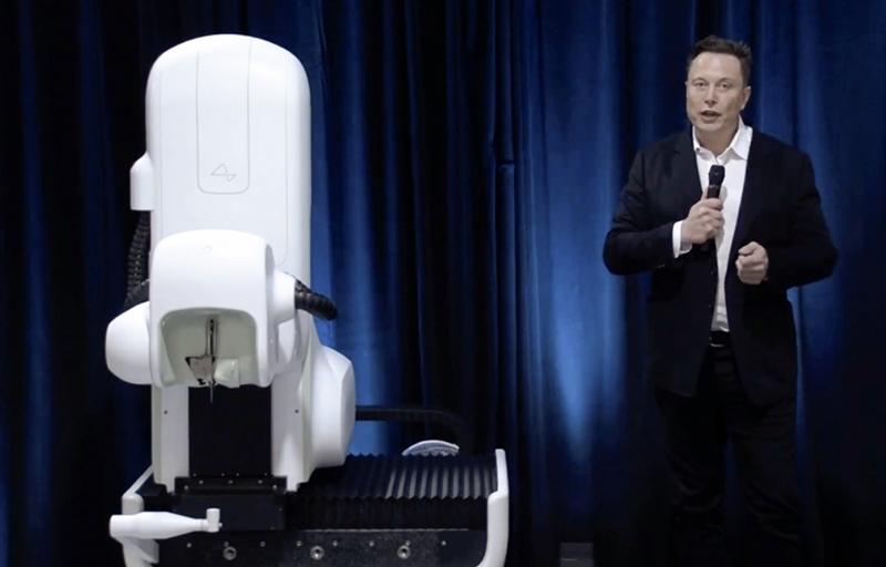 Elon Musk  Neuralink çipi tanıttı