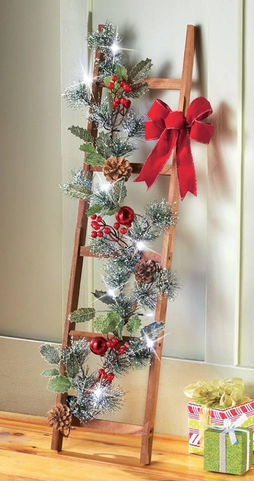 13 ideas de c mo decorar con escaleras en esta navidad for Decorar rincones de escaleras