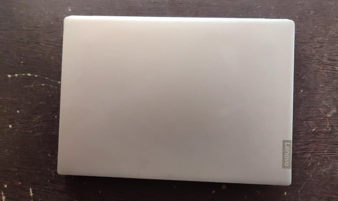 The pretty solid build quality of Lenovo IdeaPad S340 81VV008TIN laptop.