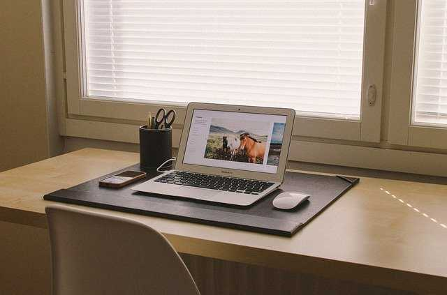 perlengkapan laptop