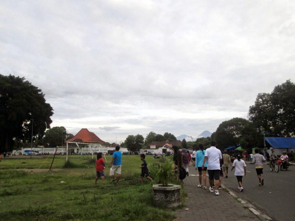 Jalan Kaki Foto Bentar