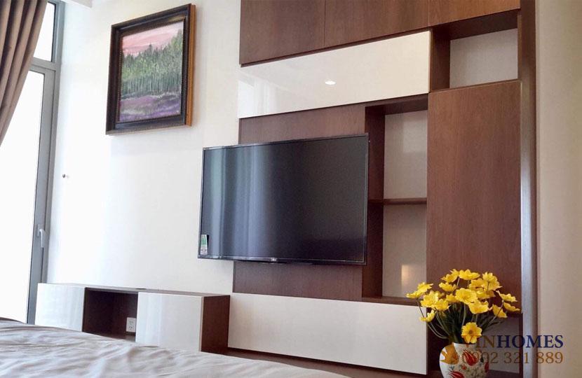 thuê căn hộ 4 phòng ngủ Landmark 1 tầng 15 nội thất đẹp | tivi tại phòng ngủ