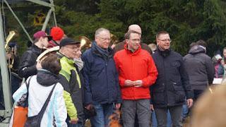 Gruppenbild an historischer Stätte am Großen Sohl.