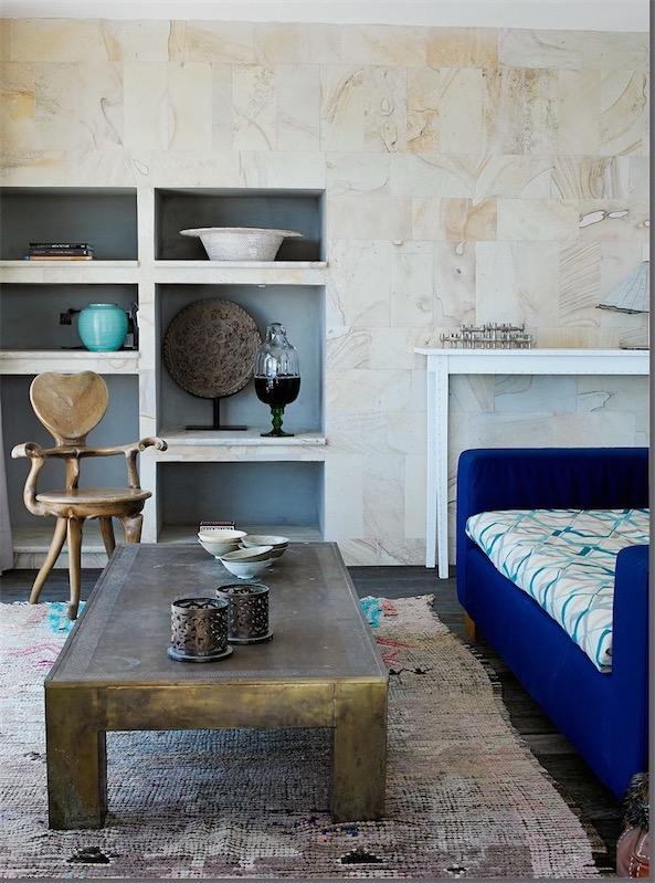 casa en Ibiza decorada con aire bohemio mesa de centro exotica chicanddeco