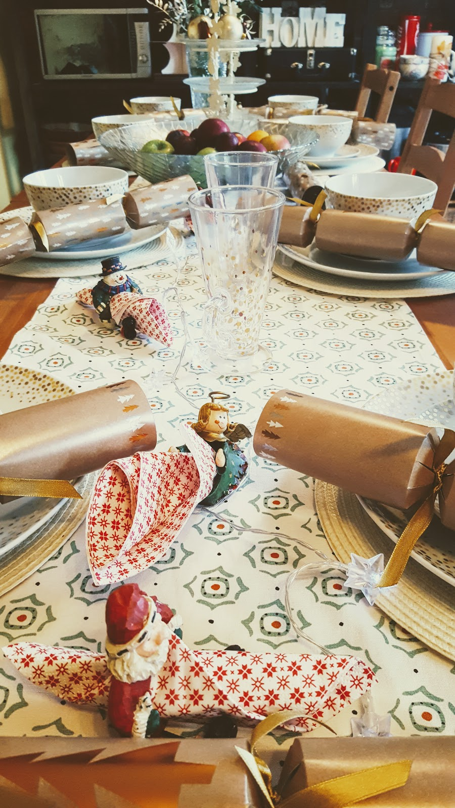 My Christmas Tablescape: Table Ready For Christmas.