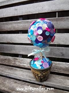 http://www.niftynnifer.com/p/crafts.html