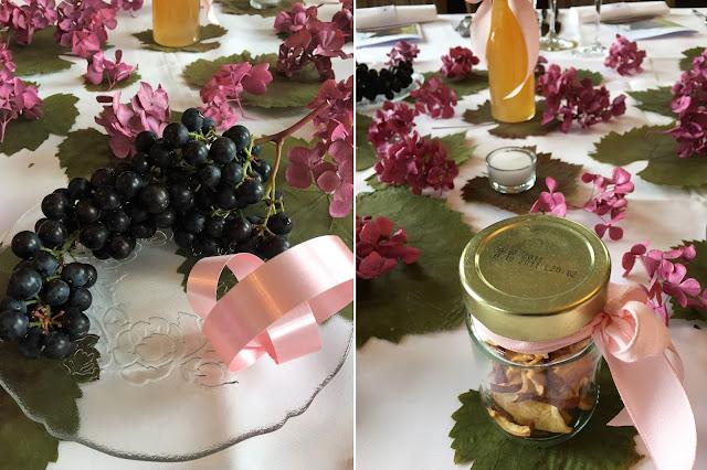 Tischdekoration mit Trauben und Hortensien