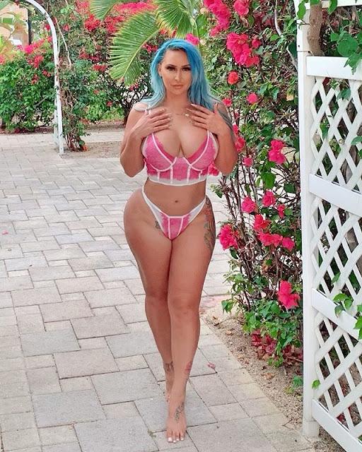 Nina Kayy Hot & Sexy Pics