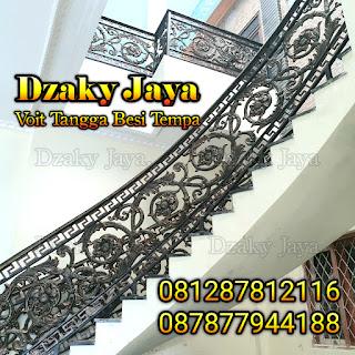 Contoh void besi tempa, railing tangga besi tempa klasik proyek rumah mewah klasik di Cilebut, Bogor.