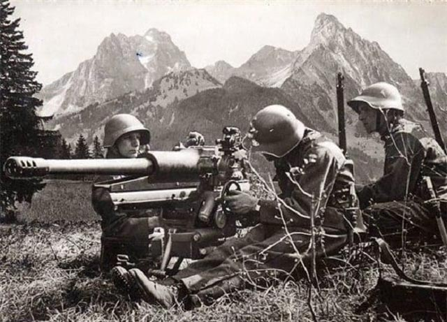 Swiss Army troops during World War II worldwartwo.filminspector.com