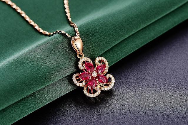 Na jaką okazję warto podarować biżuterię?