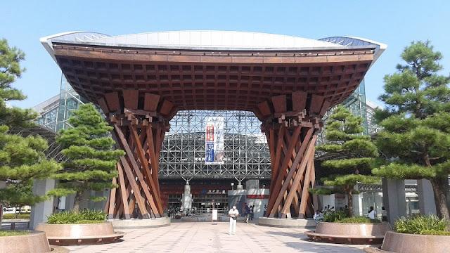 Entrada a la estación de tren de Kanazawa