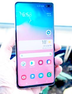 يأتي بماسح بصمة سريع وتعتبرصور Samsung تجانسًا قويًا لإخفاء الضوضاء في الإضاءة المنخفضة ، مما يحول دون احتلالها قمة Google Pixel 3 و Huawei P30 Pro. لن تحصل على أفضل اللقطات بجانب هذه الهواتف ، لكننا ما زلنا نعتبرها جيدة حقًا وشاشة العرض الضخمة مقاس 6.4 بوصة هي الأفضل.