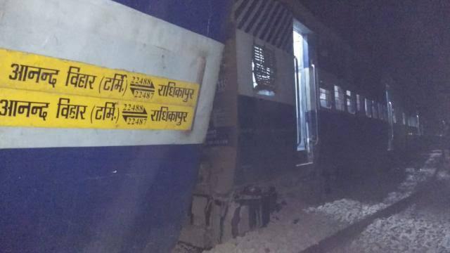 बिहार में सीमांचल एक्सप्रेस के 9 डिब्बे बेपटरी, छः की मौत; राहत व बचाव कार्य जारी
