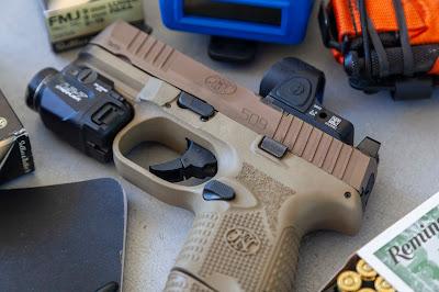 Gratuitous Gun Pr0n #186...