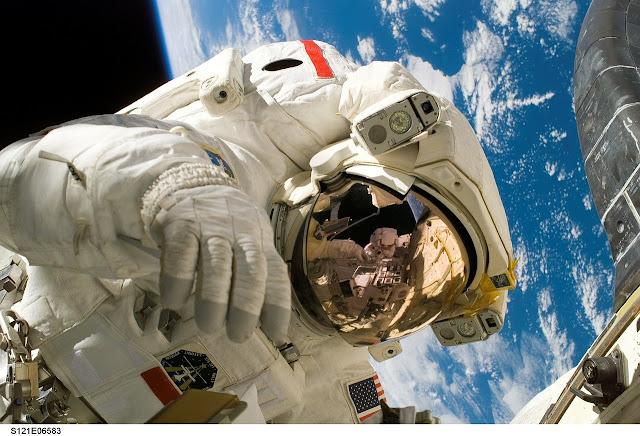 صور رائد الفضاء اتش دي بجودة عالية