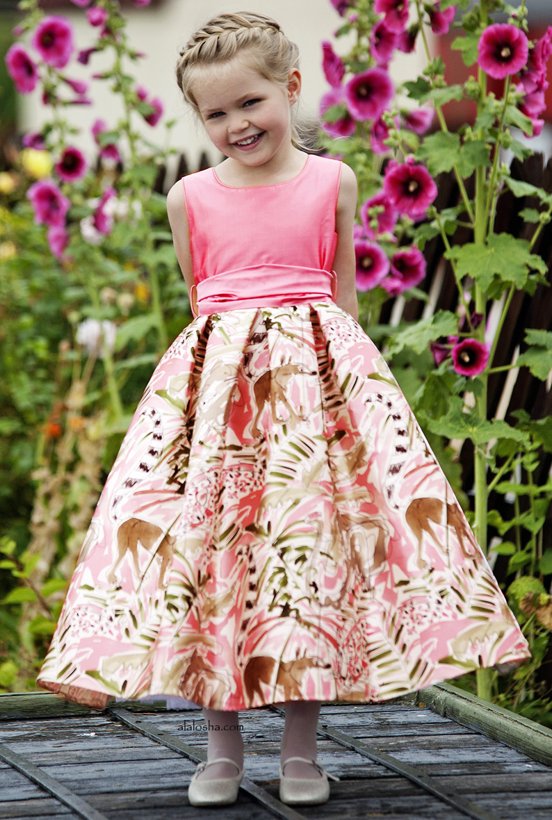 Alalosha vogue enfants must have of the day nicki macfarlane must have of the day nicki macfarlane bridesmaid dress designer for hrh the duchess of cambridge ombrellifo Images
