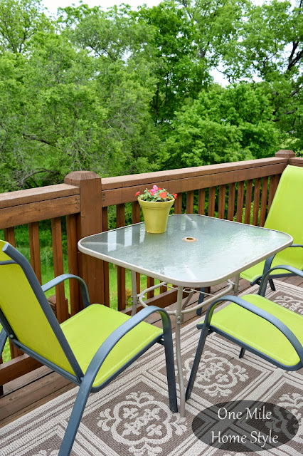 Outdoor Spring Decor Tips | One Mile Home Style - Outdoor Dining Space