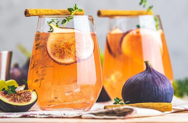 Sparkling Fig & Honey Cocktail #drinks #cocktails
