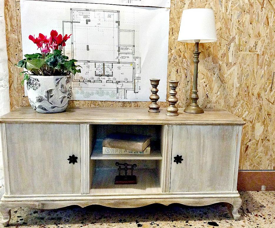 Μεταμόρφωση μιας παλιάς τουαλέτας σε έπιπλο TV