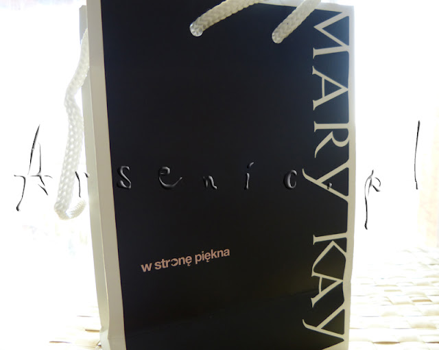 Mary Kay Sheer Dimensions Powder (Chiffon) oraz Kabuki Brush