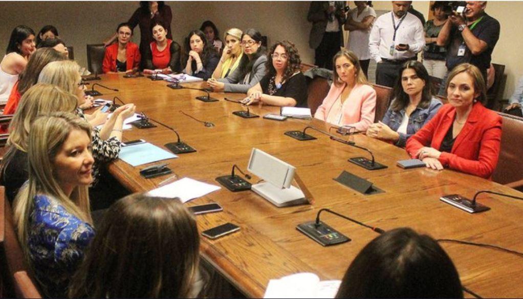 Junta estrátegica femenina en el Congreso