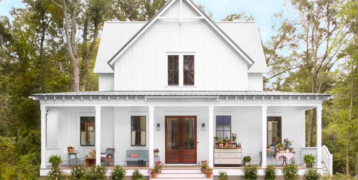 Characteristics of a modern farmhouse exterior anderson for Industrial farmhouse exterior