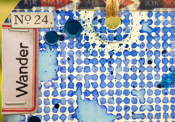 Layers of ink - Red and Blue Tag Tutorial by Anna-Karin Evaldsson. With Simon Says Stamp Halftone Background. Add idea-ology embellishments.