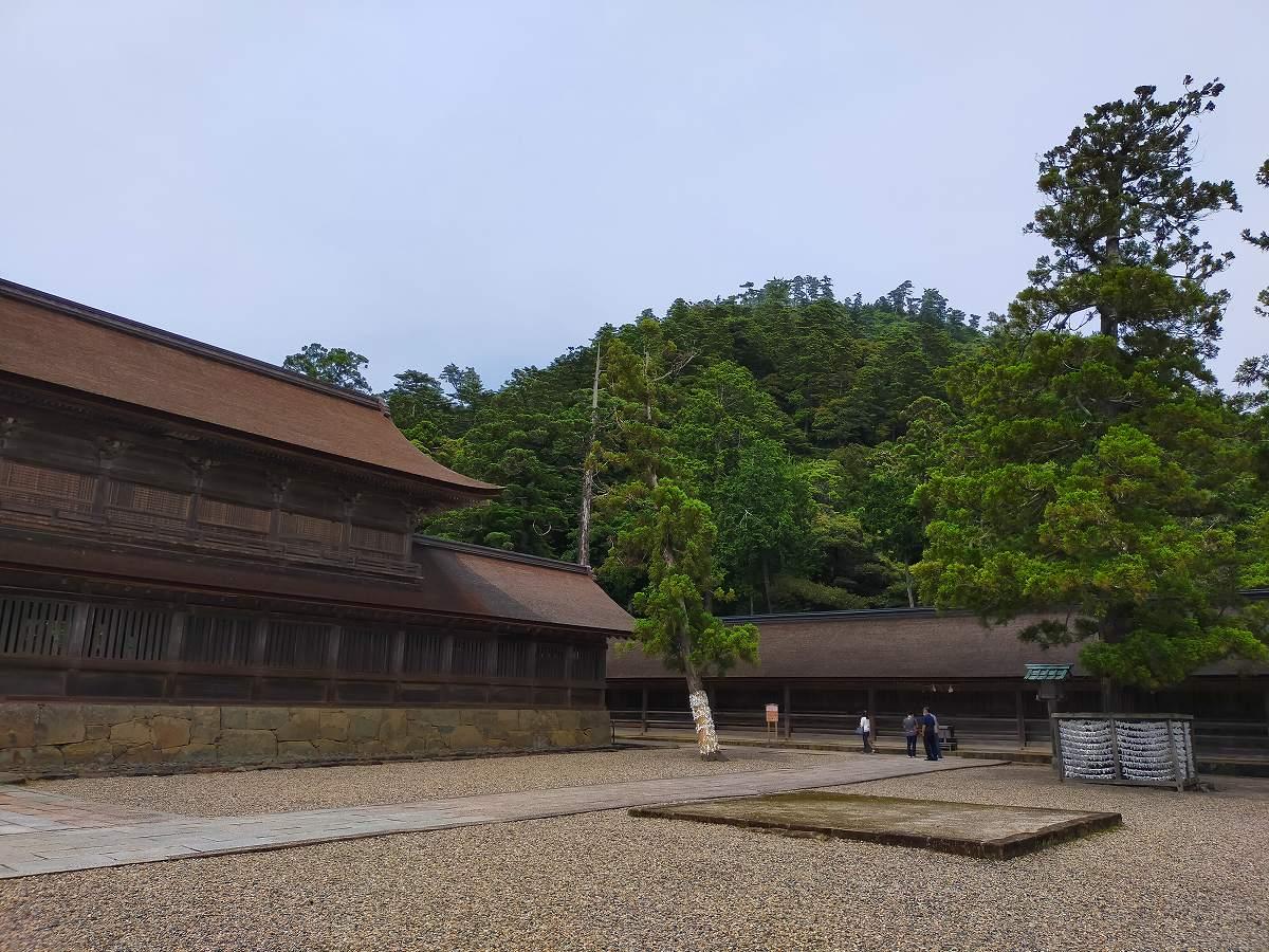 出雲大社拝殿周りの景色。