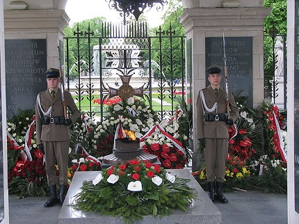 Tomb of the Unknown Soldier, Warsaw, photo by Grzegorz Petka (public domain)