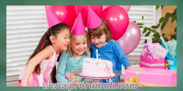 dekorasi ulang tahun di rumah - desain warna pink
