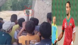 المنتخب المغربي يعد اطفال تازة بتجهيزات الكترونية لمتابعة المباريات