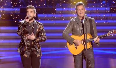 Alejandro Sanz y Pedro cantan Deja Que te Bese. Final La Voz 2017