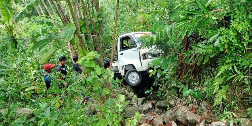 Mobilnya Masuk Jurang, Neno Warisman Kecelakaan Tunggal di Rembang