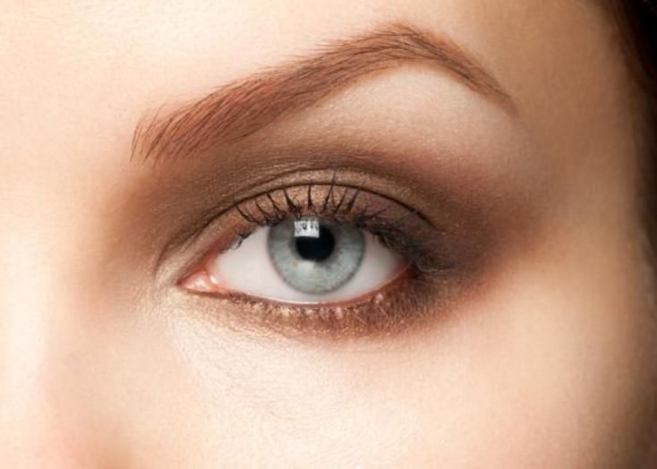 How to use castor oil on eyebrows and eyelashes