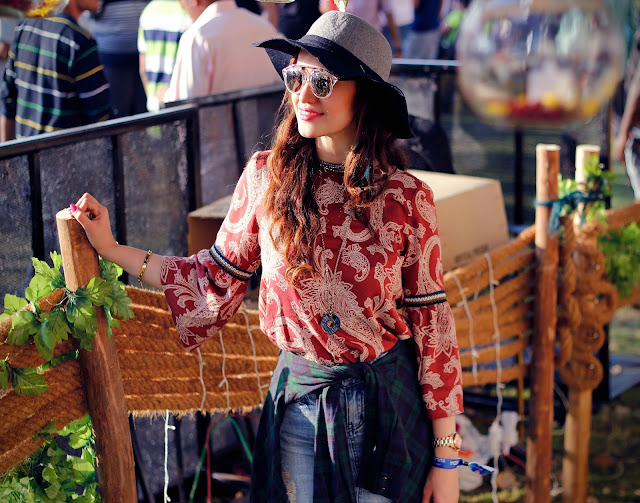 Vero Moda Sula Fest'16, Vero Moda Paisley Bell-sleeve top, ripped denim skirt, plaid shirt, boho-chic, 70's fashion,music festival look, floppy hat, mirrored sunglasses